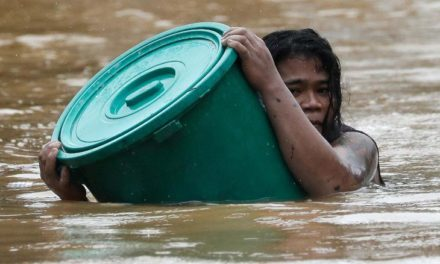 Hundreds of thousands evacuated as Typhoon Vamco hits the Philippines
